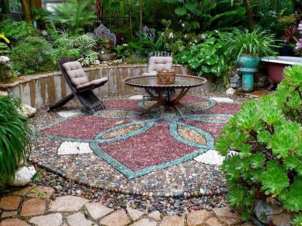 river-stone-mosaic